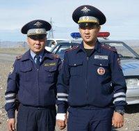 В Туве инспекторы ГИБДД спасли из горящего дома четырех человек