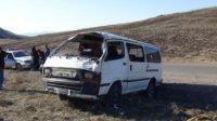 На дороге А-162 в 54 км от Кызыла опрокинулся микроавтобус