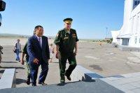 Состоялась рабочая встреча главы Тувы Шолбана Кара-оола с командующим войсками ЦВО