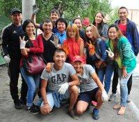 Все на борьбу с чашпаном! Студенты помогают Кызылу очиститься от сорняков