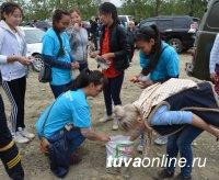 Кызыл: у горы с древними наскальными рисунками прошел субботник