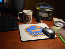 Рабочий стол программиста-фаната Тувы. Фото Даниэля Алльгоевера