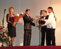 Церемония вручения диплома Бады-Доржу Ондару. Саратов. Фото Сергея Штенберга.