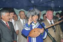 У въезда в Республику Алтай на церемонии установки памятного знака. Фото Татар-Информ.