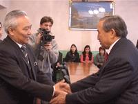 Генконсул Монголии в Туве Сумахуу и глава Тувы Шериг-оол Ооржак. Фото пресс-службы правительства