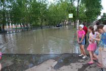 Лужа в центре Кызыла. Фото Оюмыы Хомушку