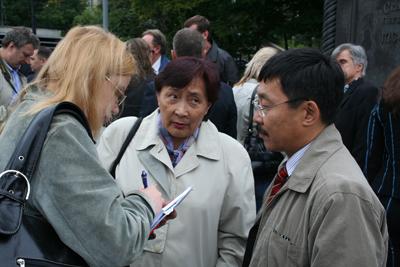 Зоя Сат и Анатолий Дамба-Хуурак дают интервью. Фото пресс-службы РПЖ