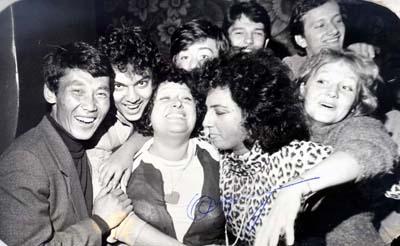 Выпуск 1986 года училища им. Гнесиных. Крайний слева Сергей Ондар. Справа от него Филипп Киркоров. Фото из семейного архива певца.