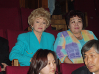 Тувинский сенатор Людмила Нарусова и первая леди Тувы Сара Ооржак. Фото Чимизы Ламажаа