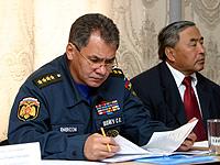Сергей Шойгу и Шериг-оол Ооржак на заседании в Кызыле. Фото сайта партии Единая Россия