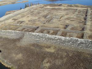 Уйгурская крепость Пор-Бажын на озере Тере-Холь в Туве. Фото предоставлено ИА Тува-Онлайн МЧС России