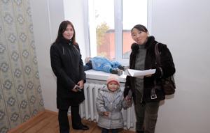 Новоселы-семьи погорельцев. Фото Виталия Шайфулина