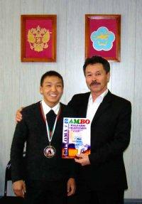 Альберт Монгуш - победитель мирового первенства среди студентов по самбо