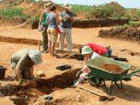 Сергей Шойгу провел видеоконференцию с членами археологической экспедиции в Туве