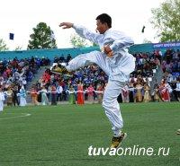 В Туве мастера Шаолиня проводят утреннюю гимнастику для всех желающих