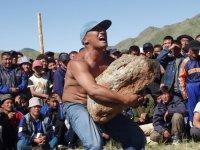 Победителем соревнований по поднятию камня «Кодурер Даш» стал 25-летний Юрий Ли