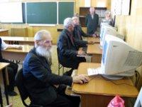 В День пожилых людей бабушек и дедушек Тувы приглашают в компьютерные залы