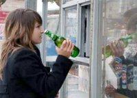 В этом году ужесточается наказание для тех, кто продает табак и спиртное несовершеннолетним