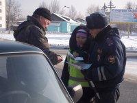 В Туве в День Святого Валентина на дорогах с сотрудниками ГИБДД дежурили их супруги