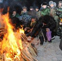 Обряд «Сан салыр» (возжигание священного огня), посвященный Шагаа, проведен в Каа-Хемском районе Тувы