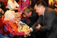 Глава Тувы и спикер парламента поздравили женщин республики с праздником