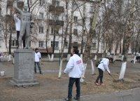 Кызылские молодогвардейцы взяли на себя заботу о памятнике космонавту