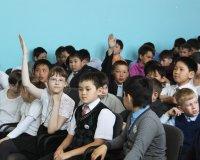 В Туве взрослых и школьников знакомят с рисками в Сети Интернет
