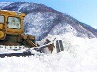 На Буйбинском перевале трассы М-54 четвертые сутки идет снег