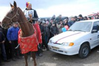 Главный приз – автомобиль – за победу в первых скачках нового сезона уезжает в дзунхемчикский Баян-Тала (Тува)
