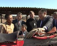 В Международный день семьи глава Тувы посетил сельскую многодетную семью
