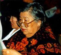 Известный тувинский литературовед Мария Хадаханэ принимает поздравления с днем рождения