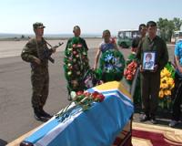 В Туве проходит панихида по погибшим десантникам