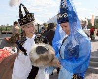 Тувинский горловик выступил на фестивале кочевников мира в Астане