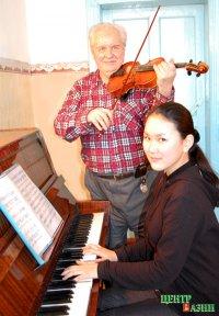 Скрипачу, Заслуженному артисту Тувы Владимиру Шананину – 75 лет