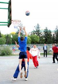 В Кызыле в День Физкультурника пройдут соревнования по стритболу «Оранжевый мяч»
