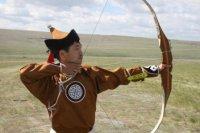 Аян Монгуш и Сайлык Саржат-оол - чемпионы Наадыма в стрельбе из лука по кеглям