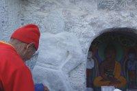 Камнерезы Тувы создали на скале точную копию изображения Будды Амитабхи