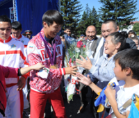 Тувинский паралимпиец подарил региональные призовые детскому социальному центру
