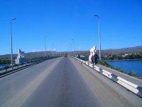 В Туве спасатели нашли тело спрыгнувшей с моста в Енисей женщины