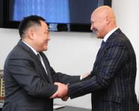 В Туву по приглашению главы региона прибыл профессор Женишбек Назаралиев