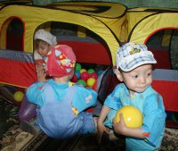 """Энергетики Тувы поздравили детей из дома """"Малютки"""" с Новым годом"""