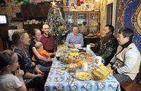Глава Тувы в предновогодний вечер пообщался со старожилами поселка Хову-Аксы