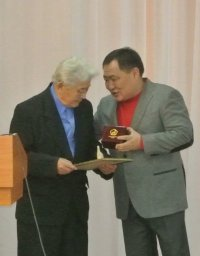 Таан-оолу Хертеку вручен Диплом «За вклад в развитие тувинской журналистики»