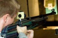 Кызылчанин тренировался в меткости, обстреливая территорию детского сада