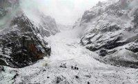 В Туве возобновлены поиски последнего из шести подростков, попавших под снежную лавину