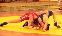 В 5 из 7 весовых категорий на чемпионате СФО по вольной борьбе среди студентов первенствовали борцы из Тувы