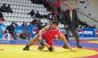 Начын Куулар и Маадыр Донгак завоевали золото на первенстве Сибири по вольной борьбе
