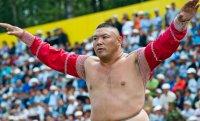 В Туве состоялись соревнования по национальной борьбе хуреш на призы Чаан моге республики Андрея Хертека