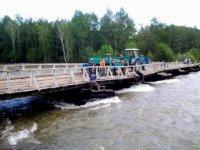 Вода поднялась вплотную к мосту через реку Хемчик