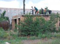 20-летний долгострой во дворе кызылского дома заменит спортплощадка